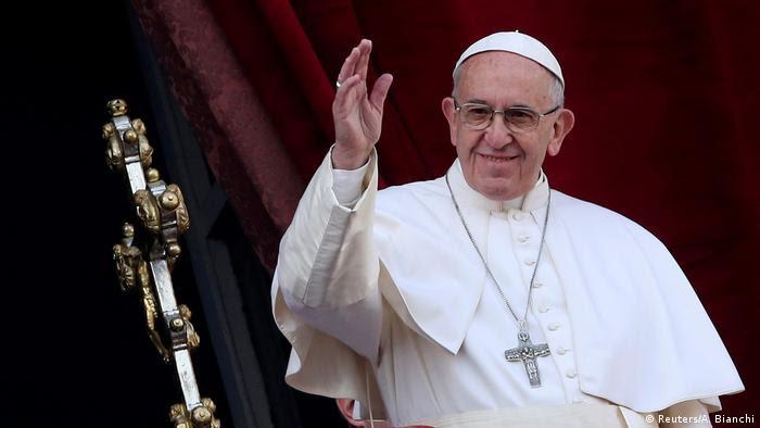 Vatikan Papst gedenkt in Weihnachtsbotschaft der Kriegs- und Terroropfer (Reuters/A. Bianchi)