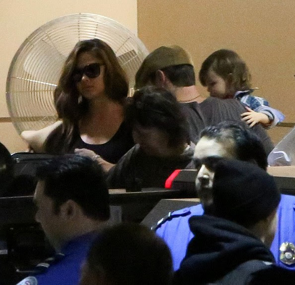 Nick Lachey - Nick Lachey and Vanessa Minnillo Arrive at LAX