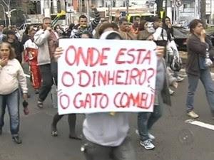 Manifestantes protestam em Marília (Foto: Reprodução / TV TEM)