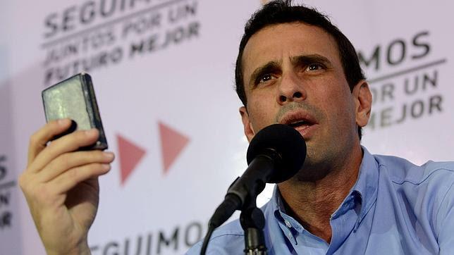 Capriles llama a los líderes de la región a no acudir a la hipotética investidura de Chávez