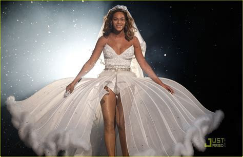 Beyonce?s wedding dress for sale ? for $30,000