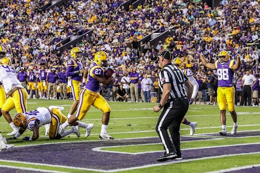 LSU↔RB Lanard Fournette RE Arrested for using fake ID to gamble 🎲🃏🎲