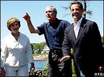 Laura Bush, George  W. Bush y Nicolas Sarkozy