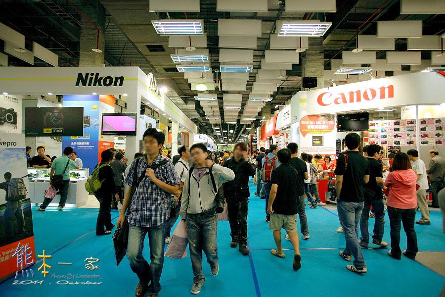 台北世貿三館。數位攝影器材展
