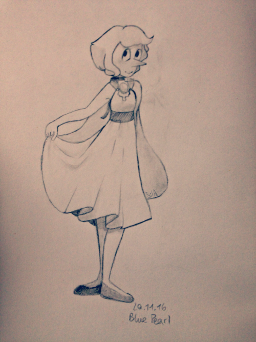 Lapis themed pearl 💧  She can't fly but she has a neat cape