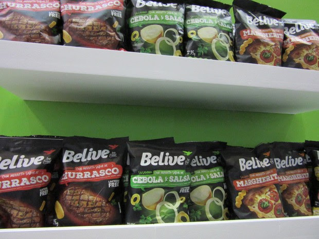 Marca Believe, da NHD Foods, tem linha de salgadinhos sem lactose nem gluten (Foto: Karina Trevizan/G1)