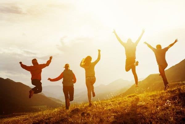 आपल्या जीवनाचा आपण खरा आनंद घेतला पाहिजे