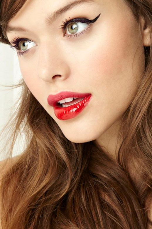 LE FASHION BLOG BEAUTY CRUSH TWO TONE LIPS CAT EYELINER CAT EYES NASTY GAL LESSONS FROM THE PROS STACEY NISHIMOTO MAKE UP ARTIST SIDE SWEPT HAIR PARTY BEAUTY INSPIRATION NARS PURE MATTE LIPSTICK IN CARTHAGE MATTE AND GLOSSY MIX 4 photo LEFASHIONBLOGBEAUTYCRUSHTWOTONELIPSCATEYELINER4.jpg