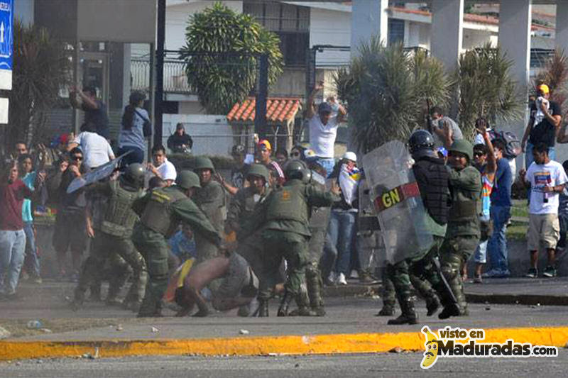estudiantes heridos por la gnb protesta