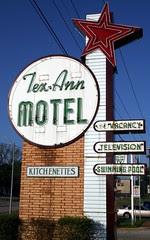 tex-ann motel neon signage
