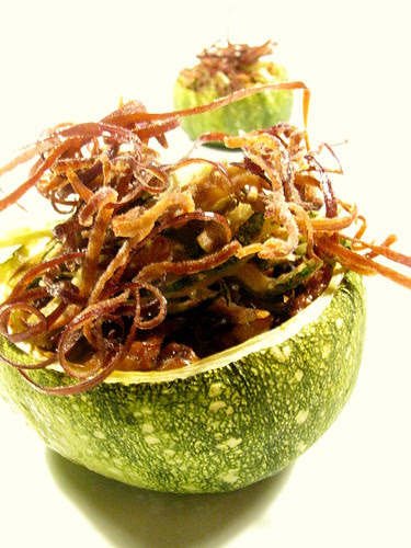 Zucchine ripiene con finferli e verdure fritte