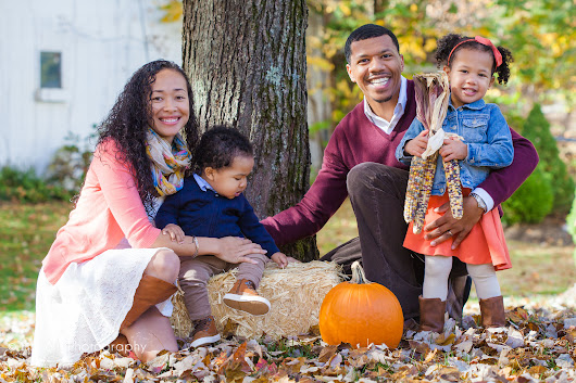Beautiful Autumn Family Portraits! (with lots of leaves!)