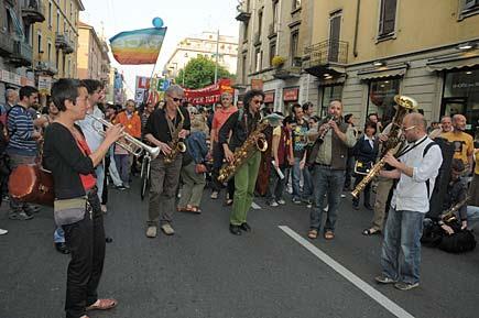 Milano, manifestazione in via Padova