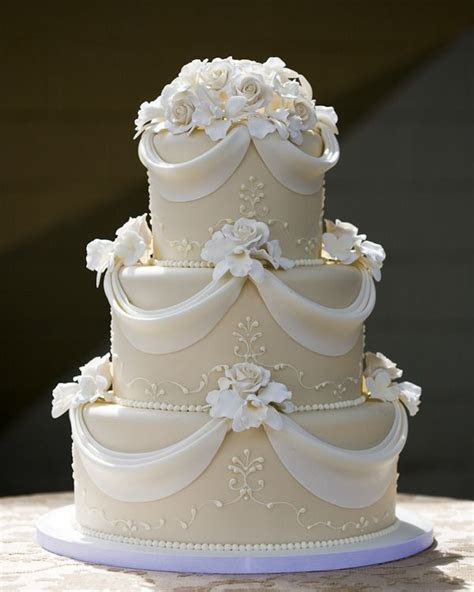 Best 25  Simple elegant cakes ideas on Pinterest   Wedding