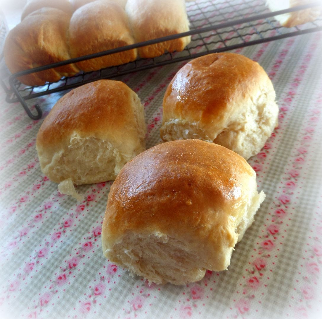Old Fashioned Pull-Aparts (Dinner rolls)
