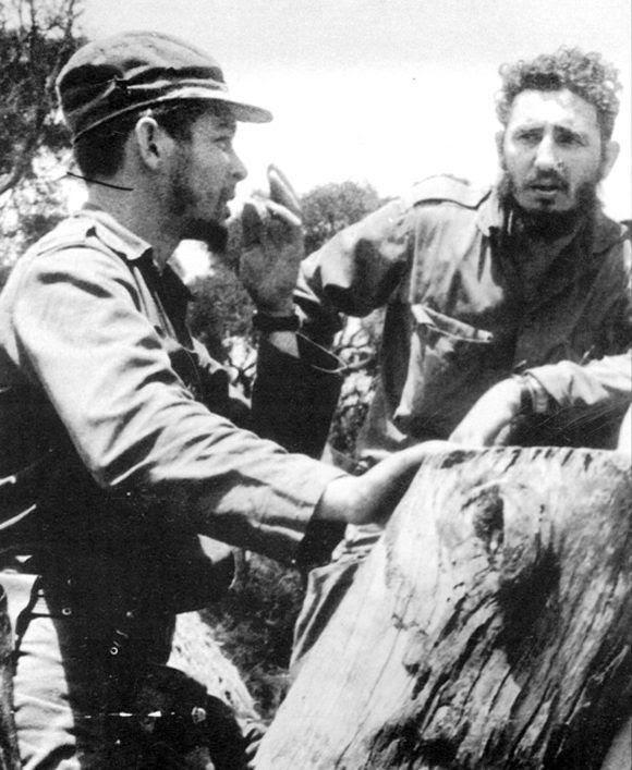 Durante el traslado del Che a la columna 1 en Minas del Frío, para asumir la conducción de la defensa del sector occidental del territorio rebelde ante la anunciada ofensiva enemiga, abril de 1958. Foto: Fidel Soldado de las Ideas.
