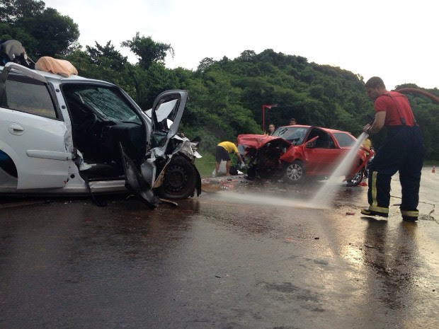 Acidente na PR-280, em Renascença, no sudoeste, aconteceu próximo à ponte do Rio Santana (Foto: Michelli Arenza / RPC)