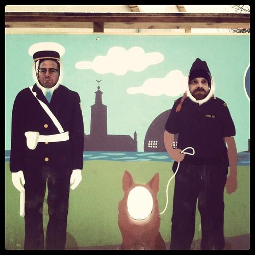 andreas och björn utanför polismuseet