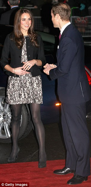 Só nós dois: Os recém-casados parecia um pouco inseguro sobre o que fazer quando eles saíram do carro