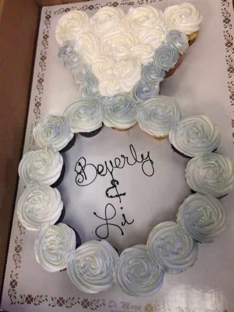 Engagement ring cupcake cake   Enjoy decorating
