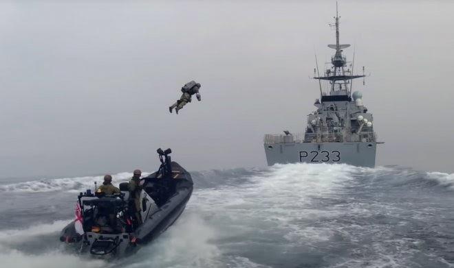 Британские морские пехотинцы использовали джетпак для захвата учебного корабля