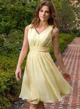 A-Line/Princess V-neck Knee-Length Chiffon Bridesmaid Dress With Ruffle Bow(s) (007027162)
