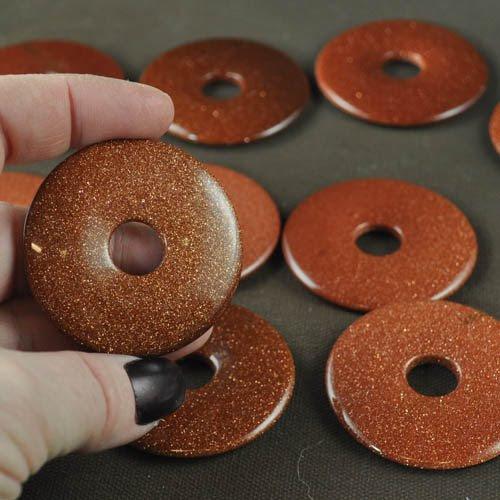 s28259 Stone - 50 mm Donut Pendant - Goldstone (1)