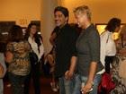 Xuxa assiste a espetáculo com o namorado, Junno, no Rio