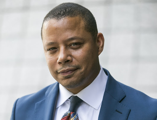 Terrence Howard's Chicago apartment: Plastic objects everywhere