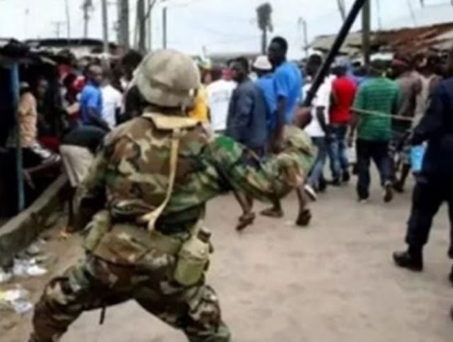 BIG SHAME!! Soldiers & SARS Officials Fights Each Other Over Yahoo Boys' 50m Funds in Akure (Video)