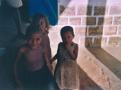 Madagascar - Bambini al mercato di Miandrivazo