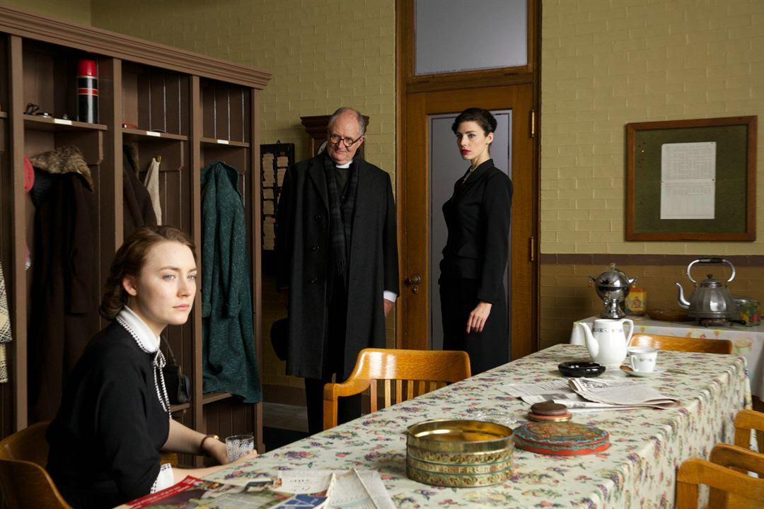 Brooklin : Foto Jessica Paré, Jim Broadbent, Saoirse Ronan