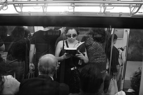 ¿Y tu que lees? by Alejandro Bonilla