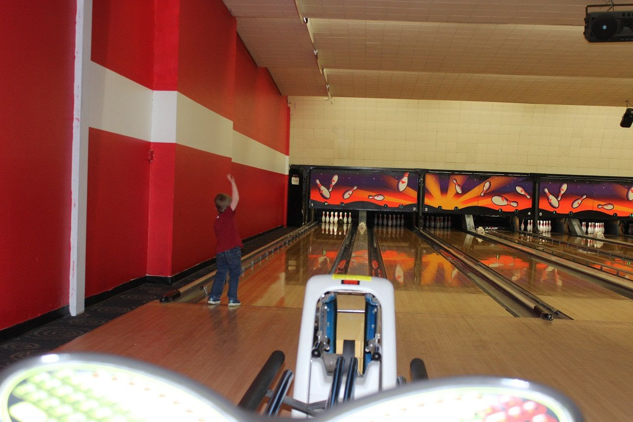 photo bowling16_zpssztwo5wj.jpg