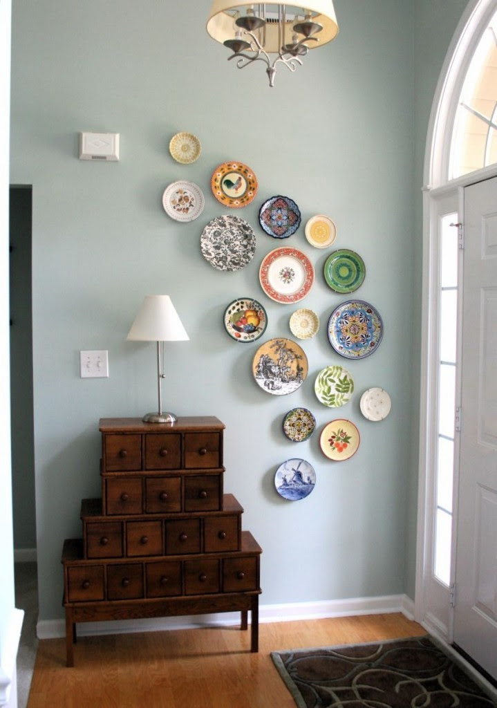 Ways to use decorative plates as wall art! | A Pop of Pretty ...