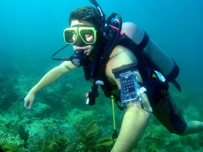 Capa aguenta mergulho de até 30 metros por uma hora (Foto: Divulgação/Dry Case)