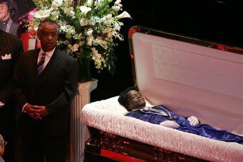 9 Celebrites who had open casket funerals   All 4 Women