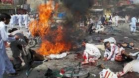 Estragos de homem bomba no Paquistão