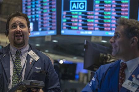 Traders work on the floor of the New York Stock Exchange, October 7, 2013. REUTERS-Brendan McDermid