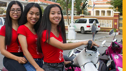 Phnom Penh's No 1 ladies taxi scooter agency - BBC News