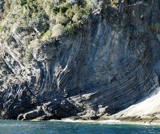 Friday folds: more deformation from Cinque Terre, Italy - Mountain Beltway