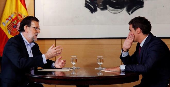 El presidente del Gobierno, Mariano Rajoy, y el líder de Ciudadanos, Albert Rivera, en una de sus reuniones previas al pacto de investidura. Archivo EFE