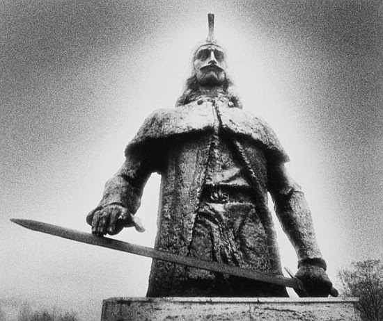 http://www.the-savoisien.com/blog/public/img6/statue_of_vlad_tepes_dracula.jpg