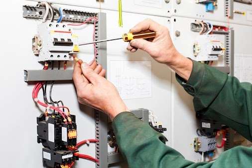 Find Local Electricians in Tonbridge http://bit.ly/2peWvIT  #electriciansintonbridge #Localelectrici...