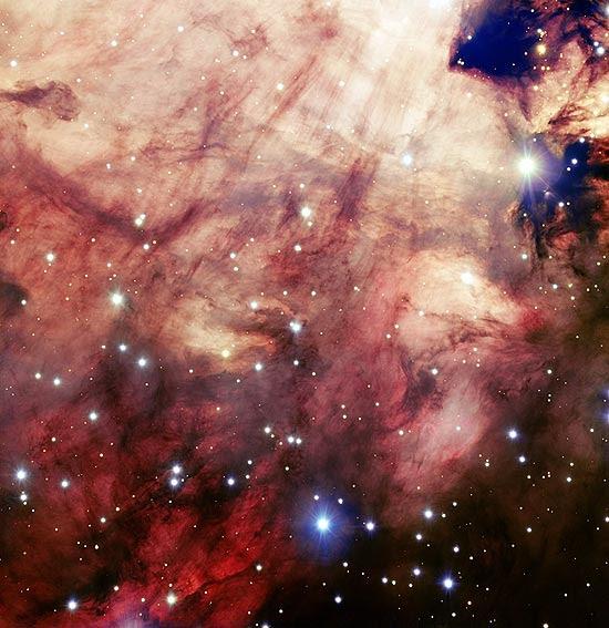 Fotografia da nebulosa Ômega tirada por telescópio que se encontra no deserto do Atacama, no Chile