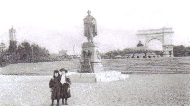 webassets/Lincoln Statue in the Plaza.jpg