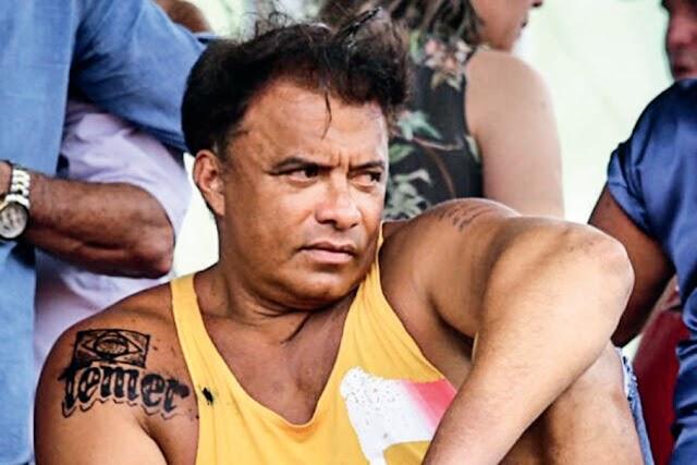 Vamos relembrar o deputado que fez uma tatuagem em homenagem a Temer