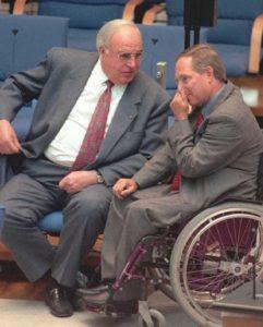 Ο τότε καγκελάριος Κολ με τον υπουργό των Εσωτερικών του Βόλφγκανγκ Σόιμπλε…