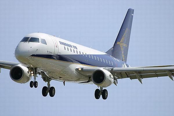 Embraer  EMB170, prefixo PP-XJS, no Sal�o de Le Bourget (Fran�a), em 11.06.2003