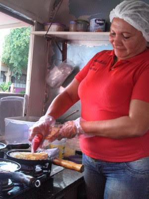 A tapioqueira Paula Figueiredo, há 13 anos vendendo tapioca na USP (Foto: Divulgação)